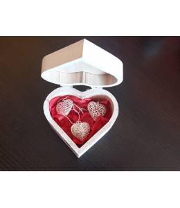 Колие и обици сърца в дървена кутийка