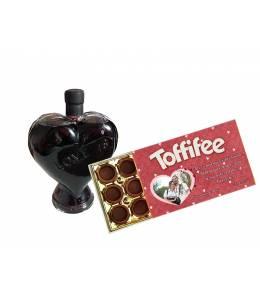 Бутилка вино сърце и бонбони Тофифи