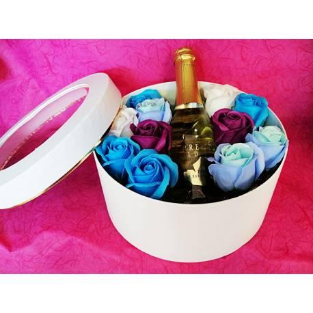 Кутия сапунени рози и златно шампанско